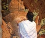 WB CM Mamata paints the eye of Durga idol