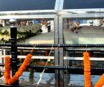Mamata pay tribute to folk singer Kalikaprasad