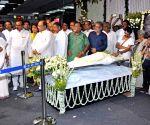 Mamata pays tribute to Mahasweta Devi
