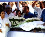 Mamata Banerjee pays homage to late Somnath Chatterjee