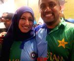 Free Photo: Image of couple wearing Indo-Pak jersey goes viral