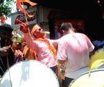 NDA sweeping Lok Sabha elections, Shiv Sena workers celebrate