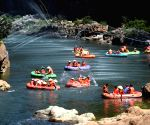 Rafting on Honghe River