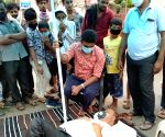 Sena leader lies down on road to protest Covid restrictions