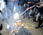Youth Congress workers burn effigy of Nawaz Sharif protesting against killing of Indian soldiers