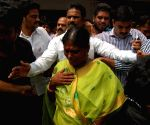 Y.S. Vijayalakshmi visits hospital where Shobha Nagireddy succumbed to her injuries