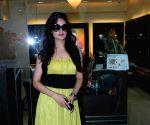 Yuvika Chaudhry at D'damas store