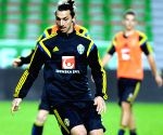 Ibrahimovic trains at Hammarby, sparks speculation on future
