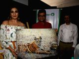Gracy Singh, Raveena Tandon at a wildlife photography exhibition