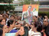 Bihar Congress president Qaukab Qadri along with party workers celebrate Congress President Sonia Gandhis 70th birthday in Patna on Dec 9, 2017.