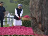 Former Prime Minister Manmohan Singh pays floral tributes to former Prime Minister Indira Gandhi on her birth centenary in New Delhi on Nov 19, 2017.