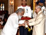 President Pranab Mukherjee presents the Padma Vibhushan Award to Musician Dr. K.J. Yesudas at a Civil Investiture Ceremony, at Rashtrapati Bhavan, in New Delhi on April 13, 2017.