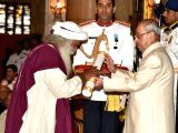 President Pranab Mukherjee presents the Padma Vibhushan Award to Sadhguru Jagadish Vasudev at a Civil Investiture Ceremony, at Rashtrapati Bhavan, in New Delhi on April 13, 2017.