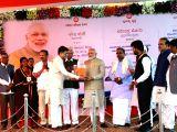 Prime Minister Narendra Modi with Karnataka Governor Vajubhai Vala, the state's Chief Minister Siddaramaiah, Union Ministers Ananth Kumar, D V Sadananda Gowda and Piyush Goyal during the ...