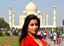 Agra: Madhuurima Banerjee visits Taj Mahal
