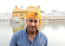 Amritsar: Harbhajan Mann at Golden Temple