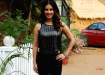 Mumbai: Sunny Leone on the sets of film Dangerous Husn