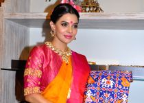 Mumbai: Sara Loren during launch Vedaa contemporary weaves store