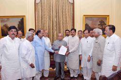 A delegation of Gujarat Congress leaders led by Bharatsinh Solanki calls on President Pranab Mukherjee at Rashtrapati Bhawan in New Delhi on Aug 21, 2016.