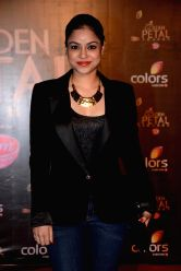 Actress Sumona Chakravarti during COLORS Golden Petal Awards 2013 in Mumbai on Dec.14, 2013.