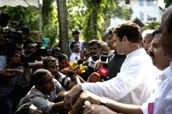 Aluva: Congress vice president Rahul Gandhi interacts with people at Aluva in Ernakulam district of Kerala  on May 27, 2015.