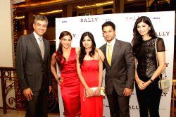 Ankur Bhatia,Soha Ali Khan, Saba Ali Khan, Kunal Kemmu and  Smriti Bhatia at Bally, Dlf, Emporio