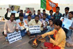 BJP workers perform