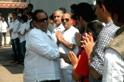 Celebs at Raj Kanwar's funeral meet in Oshiwara on 5th Feb 2012.