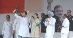 Congress chief Sonia Gandhi with party vice president Rahul Gandhi, party leader and former prime minister Dr Manmohan Singh, Delhi Congress chief Ajay Maken and party leader AK antony ...