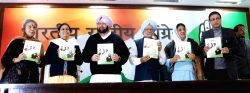 Congress leaders Dr Manmohan Singh, Captain Amrinder Singh, Ambika Soni, Asha Singh and other release party's manifesto ahead of Punjab Assembly polls in New Delhi, on Jan 9, 2017.
