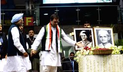 Congress leaders Rahul Gandhi and Dr. Manmohan Singh pay tribute to former prime ministers Indira Gandhi and Lal Bahadur Shashtri at  Jan Vedna convention of the party in New Delhi on Jan ...