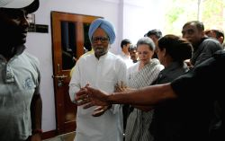 Congress president Sonia Gandhi and former prime minister Manmohan Singh arrive to participate in