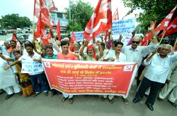 CPI workers stage a demonstration against price rise in Patna, on Aug 17, 2016.