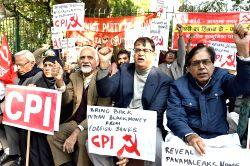 CPI workers stage a demonstration against Prime Minister Narendra Modi's demonetisation decision in New Delhi on Jan 10, 2017.