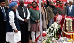 Former Prime Minister Manmohan Singh pays homage to Communist Party of India leader  A B Bardhan in New Delhi on Jan4, 2015.