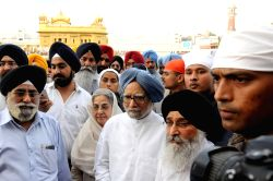 Former Prime Minster Manmohan Singh with his wife Gursharan Kaur pay obeisance at Golden Temple in Amritsar on July 11, 2015.