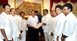 Hyderabad: Suspended TDP legislators led by E. Dayakar Rao call on Telangana Governor ESL Narasimhan in Hyderabad, on March 13, 2015.