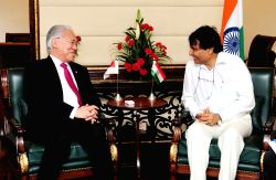 Indonesian Trade Minister Enggartiasto Lukita meets Union Minister for Commerce and Industry Suresh Prabhu in New Delhi on Sept 25, 2017.