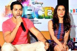 http://files.prokerala.com/news/photos/imgs/250/jaipur-actors-varun-dhawan-and-shraddha-kapoor-310352.jpg
