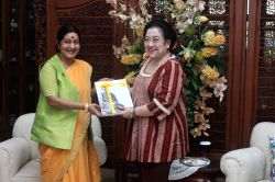 Jakarta (Indonesia): Union External Affairs Minister Sushma Swaraj during a meeting with the former President of Indonesia, Megawati Soekarnoputri in Jakarta, Indonesia on April 25, 2015.