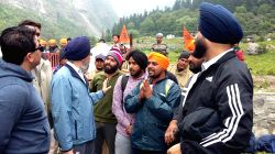 Joshi Math: Members of the special team deputed by the Punjab government interacts with the pilgrims of Hemkunt Saib at Joshi Math in Uttarakhand on June 29, 2015.