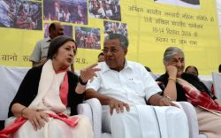 Kerala Chief Minister Pinarayi Vijayan and CPI(M) politburo member Brinda Karat during a programme organised by All India Democratic Women's Association in Bhopal on Dec 10, 2016.