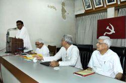 Kolkata: West Bengal CPI-M Secretary Surjya Kanta Mishra addresses during party's state committee meeting in Kolkata, on May 21, 2115. Also seen CPI-M General Secretary Sitaram Yechury, party leaders ...