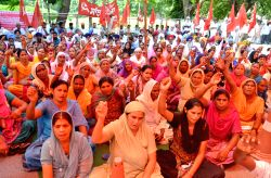 Leftists demonstrate against anti-people policies of Punjab Government in Amritsar, on Sept 15, 2014.