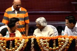 Mumbai: Former President of India APJ Abdul Kalam and SBI Chairperson Arundhati Bhattacharya during a programme organised to felicitate elderly people who underwent cataract surgery in Mumbai  on ...