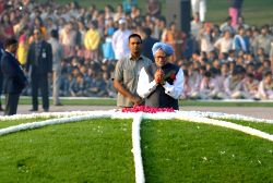 New Delhi: Former prime minister Manmohan Singh pays tribute to Pandit Jawaharlal Nehru - the first prime minister of India - on his 125th birth anniversary at Shantivan in New Delhi, on Nov 14, ...