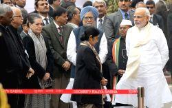 New Delhi: Former Prime Minister Manmohan Singh, Congress president Sonia Gandhi, External Affairs Minister Sushma Swaraj, Prime Minister Narendra Modi, senior BJP leader L K Advani and others ...