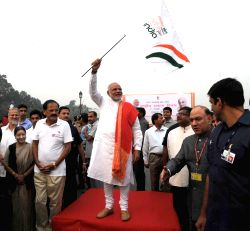 New Delhi: Prime Minister Narendra Modi flags-off Run for Unity organised on Rashtriya Ekta Diwas at Rajpath in New Delhi on Oct. 31, 2014. Also seen the Union Minister for Urban Development, Housing