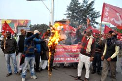 Patna: CPI workers stage a demonstration against the murder of dalits in Paliganj of Bihar, in Patna on Dec 16, 2014.