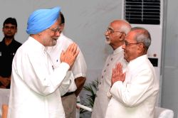 President Pranab Mukherjee with Former Prime Minister Manmohan Singh during his farewell ceremony at Central Hall of the Parliament, in New Delhi on July 23, 2017.